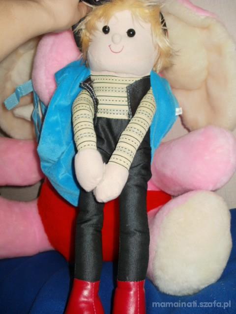 plecaczek z lalką
