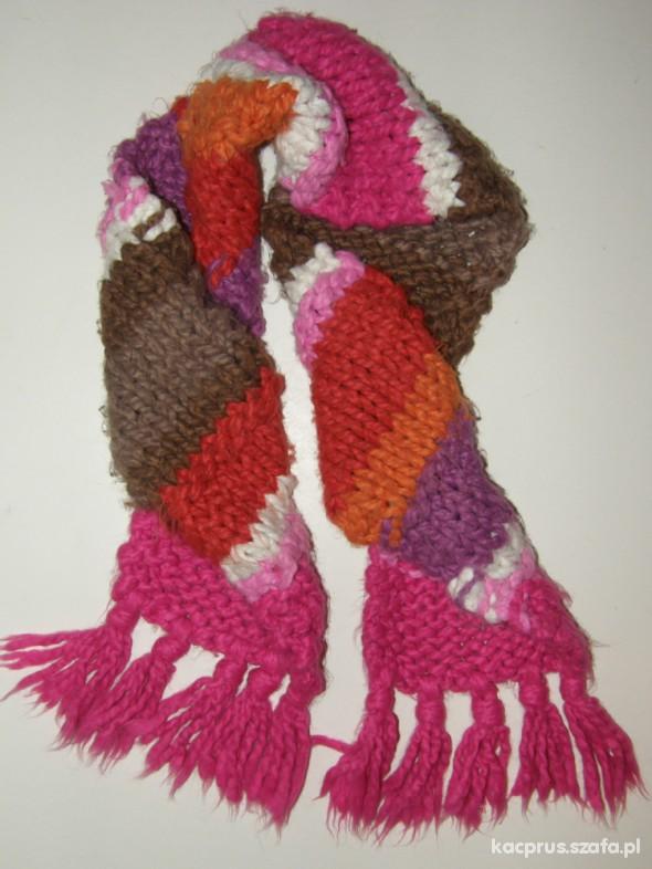 Modny kolorowy szalik dla dziewczynki