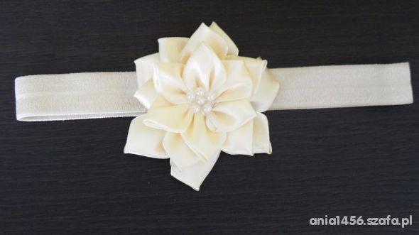 Opaski z kremowym kwiatem i perełkami