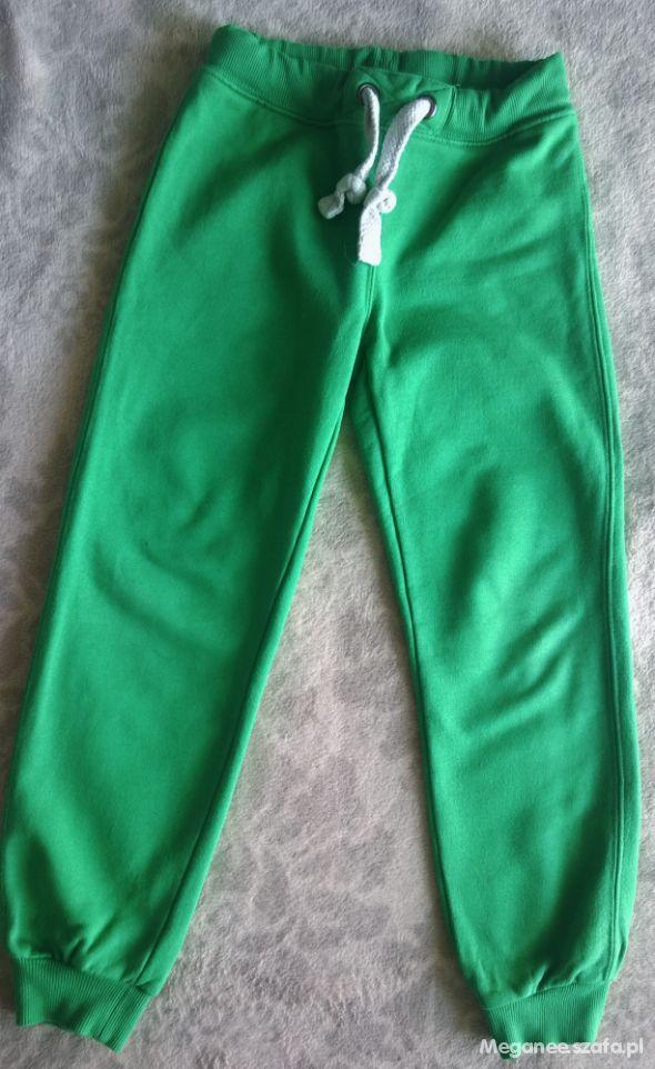 Piekne zielone spodnie dresowe rozm 122 LINDEX