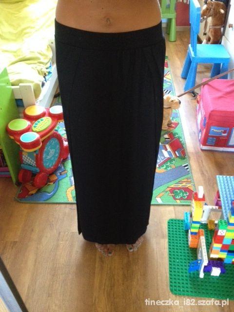 długa czarna spódnica