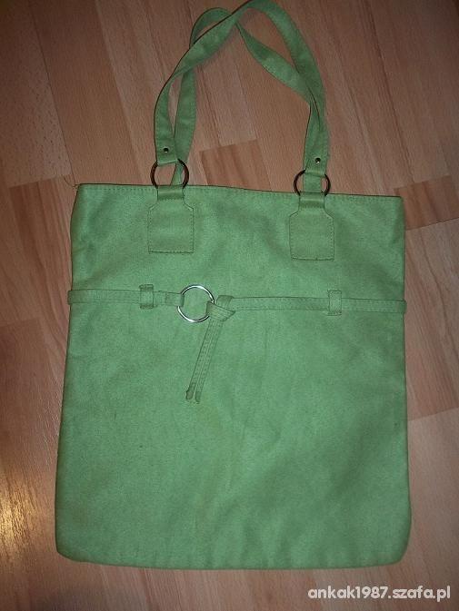 Zielona torebka a 4