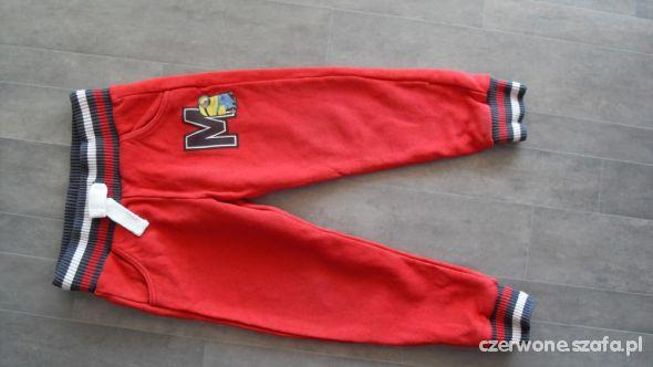 F&F spodnie dresowe z minionkami 104cm