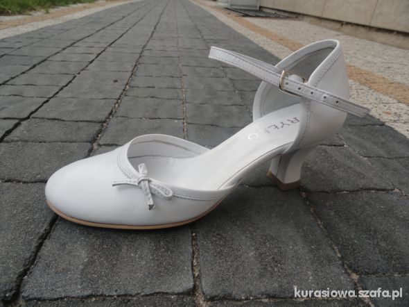 82cdcc07 Ryłko śliczne skórzane białe buty komunijne r 35 w Półbuty - Szafa.pl
