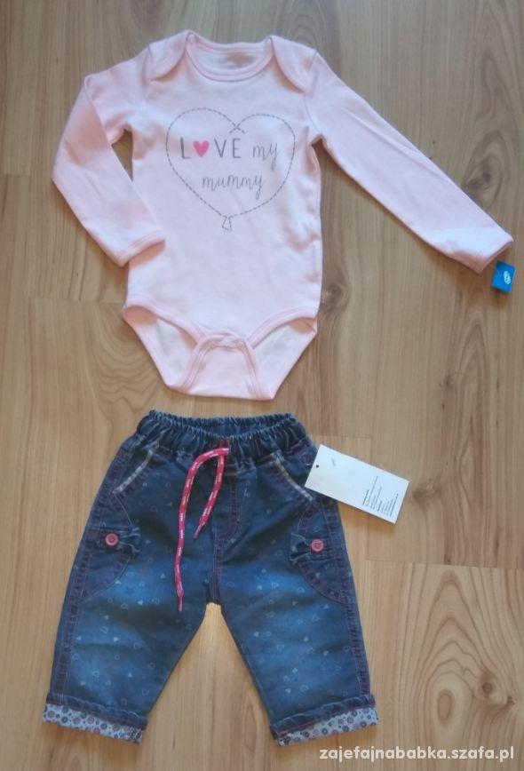 Różowe body i cienkie spodnie jeansowe 74