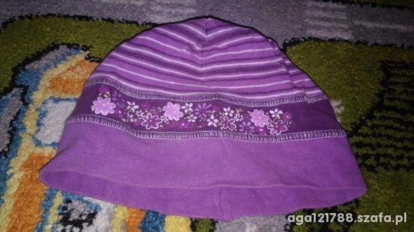 Fioletowa czapeczka