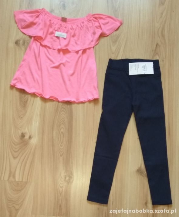 Granatowe getry i różowa bluzka hiszpanka falbana