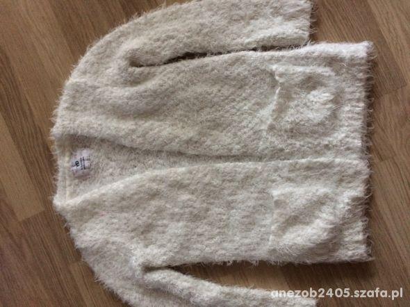 bialy sweterek