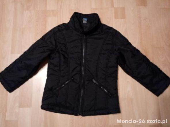 czarna wiosenna kurtka 122