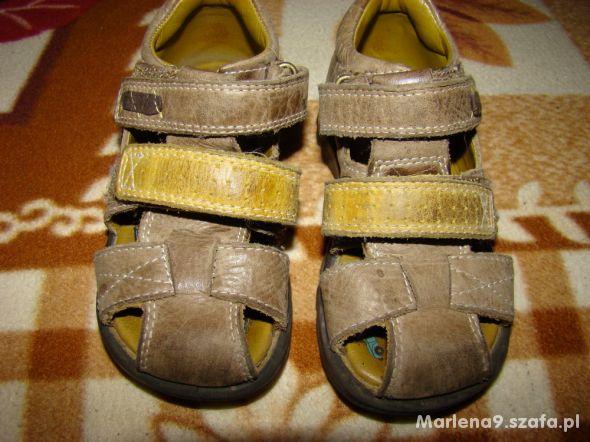 Sandałki 23