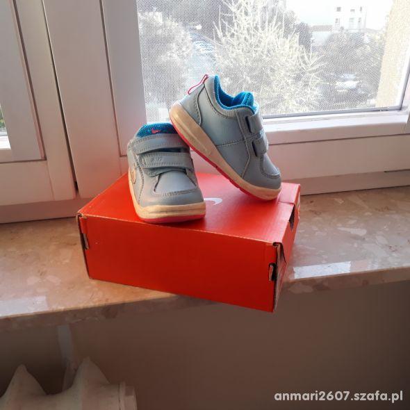 Buciki sportowe Nike dla dziewczynki roz 21