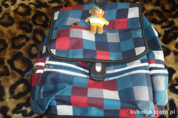 Fajny plecak w kolorową kratkę