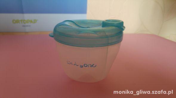 Pojemnik na mleko modyfikowane z dozownikiem