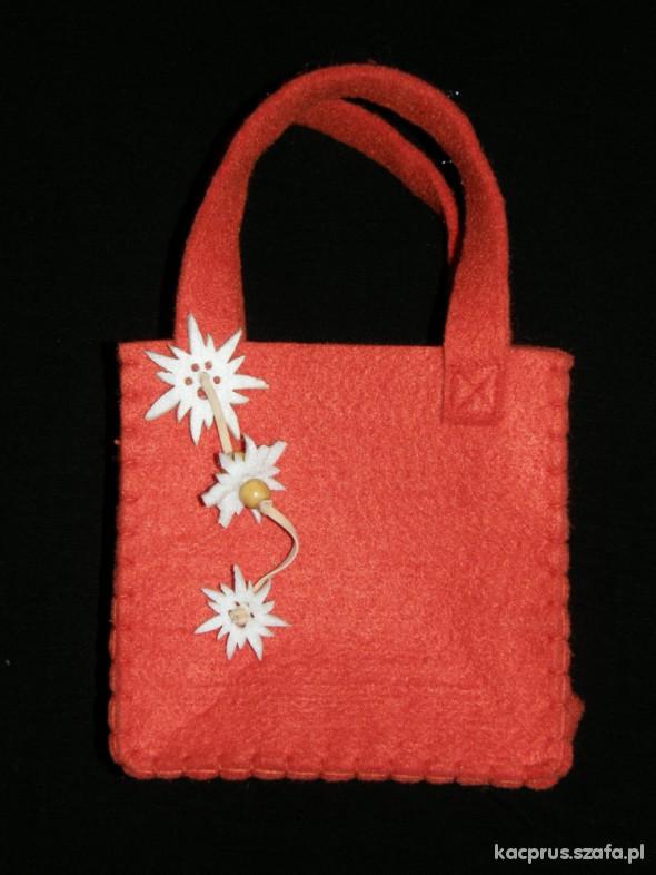 Urocza torebka z filcu dla księżniczki