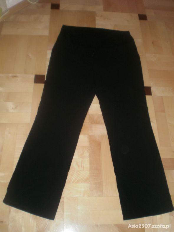 czarne spodnie na kancik