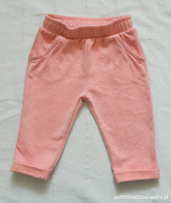 Brzoskwiniowe spodnie dresowe dla niemowlaka