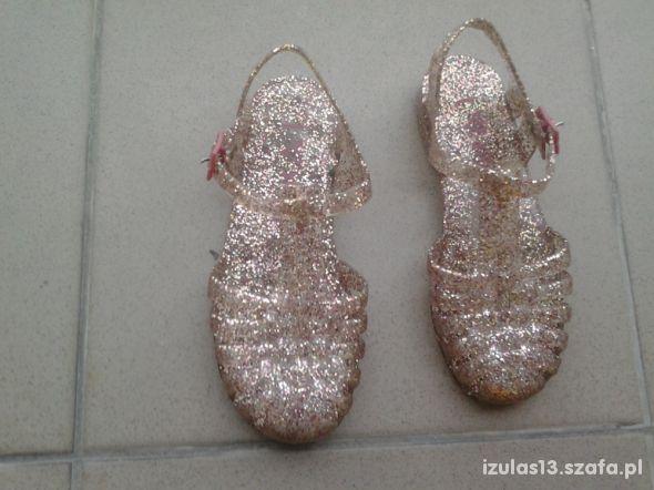 Sandałkii dziewczęce z tworzywa sztucznego Next R