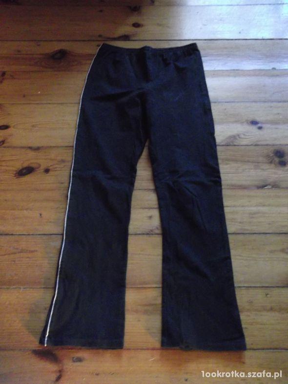 Spodnie dresowe rozmiar 134