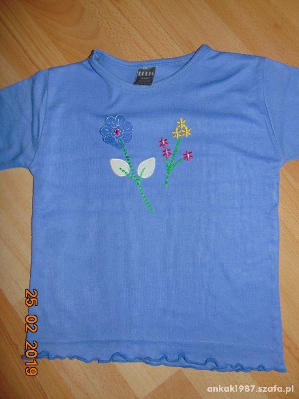 Niebieska bluzka z kwiatkami