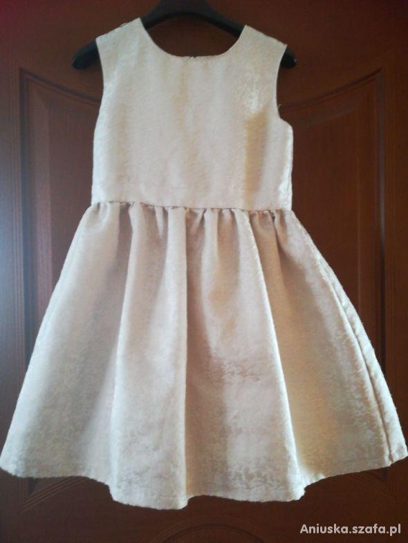 Elegancka sukienka na przyjęcia