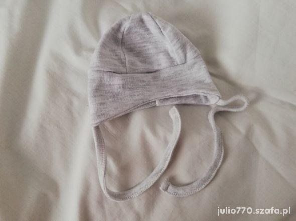 Nowa szara czapeczka zawiązywana pod szyję