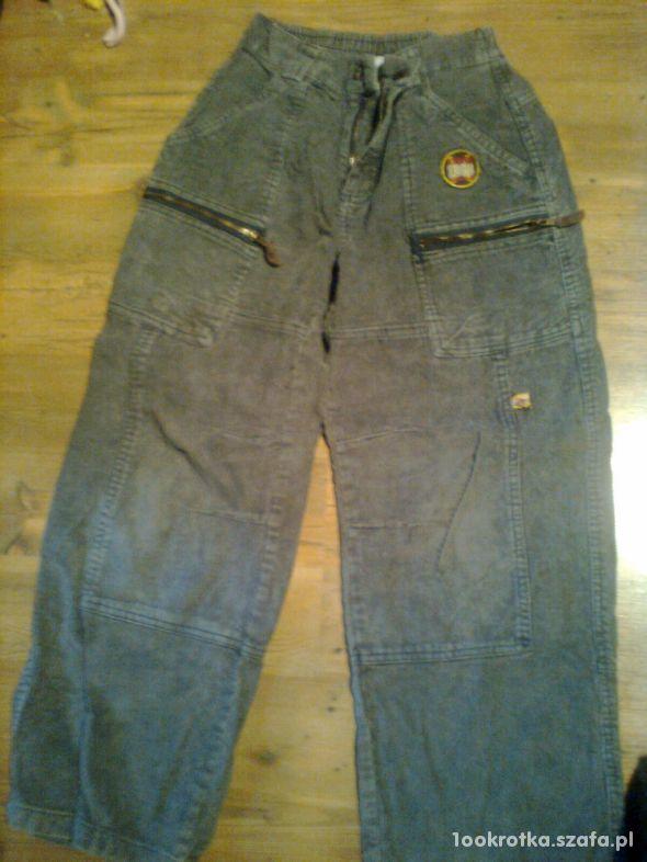 Sztruksowe spodnie rozmiar 140